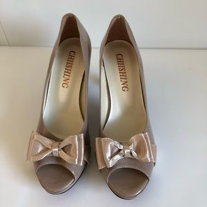 Shoes - Nude Peep-Toe Bow Pumps Size 8
